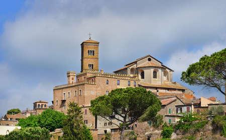 Cathédrale Sainte-Marie d'Assomption au sommet de la vieille ville de Sutri, près de Rome