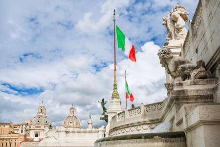 Beaux nuages ??au-dessus des monuments dans le centre historique de Rome Banque d'images