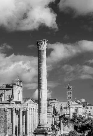 Forum romain ruines et églises anciennes avec la Colonne des Phocas (Noir et Blanc) Banque d'images