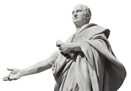Cicéron, le plus grand orateur de la Rome antique, statue de marbre devant le vieux palais de la justice à Rome (isolé sur fond blanc)