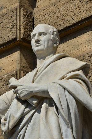 Cicéron, le plus grand orateur de la Rome antique, statue de marbre devant l'ancien palais de la justice de Rome Banque d'images