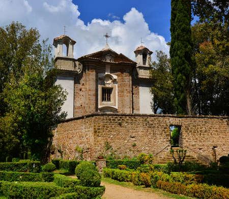 L'église Sainte-Marie-de-la-Mount dans l'ancienne ville de Sutri près de Rome, construite au 18ème siècle Banque d'images