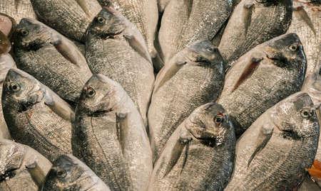 Doré doré au marché aux poissons