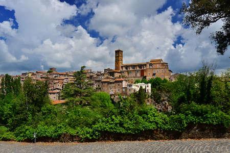 Vue panoramique de l'ancienne cité médiévale de Sutri, près de Rome Banque d'images - 82000238