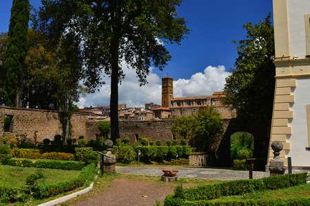 Ancienne ville médiévale de Sutri près de Rome, vue du parc public de Villa Savorelli