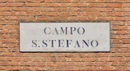 Campo Santo Stefano (place Saint-Étienne) ancienne enseigne de signalisation caractéristique dans le centre historique de Venise Banque d'images - 85169161
