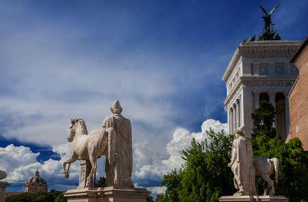 Capitoline Hill dans le centre de Rome avec des sculptures romaines anciennes (avec espace copie) Banque d'images