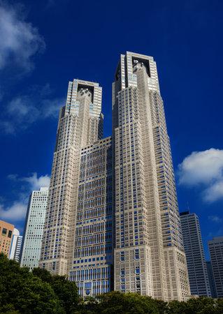 Tokyo, Japon, 8 octobre 2017: Tokyo Metropolitan Government Building, connu sous le nom de Tocho, construit en 1990 dans le quartier de Shinjuku et conçu par le célèbre architecte japonais Kenzo Tange
