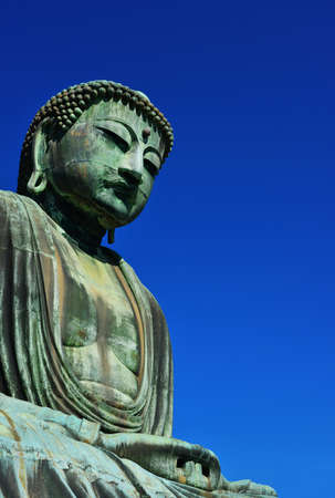 Great Buddha of Kamakura, an ancient bronze statue erected in 1252 near Tokyo, Japan (with copy space) Banque d'images