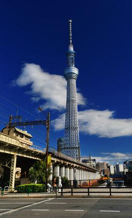 Tokyo, Japon, 19 novembre 2017: Tokyo Skytree Tower avec chemin de fer