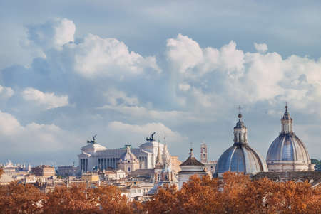 Rome historic center autumn or winter skyline view, with beautiful clouds Banque d'images