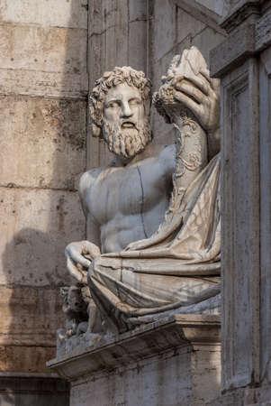 Statue en marbre romain de la rivière Tibre Dieu sur la place du Capitole, au centre de Rome