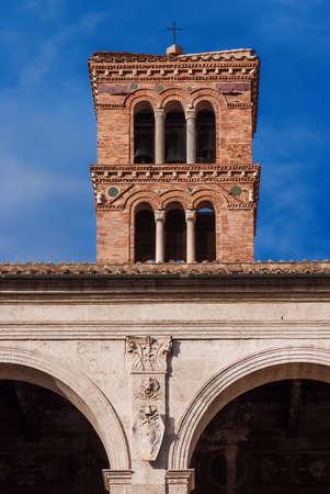 Basilique Saint-Marc Basilique médiévale à Rome, construite au XIIe siècle, avec un ancien emblème héraldique