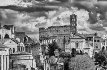 Saint Frances of Rome Church and Coliseum ruins seen from Capitoline Hill with beautiful clouds (Black and White) Banque d'images
