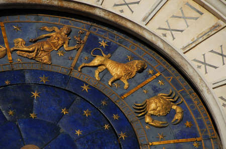 Ancient time and Astrology. Detail of Saint Mark Square renaissance Clock Tower in Venice with zodiac signs Leo, Cancer, Virgo, planet and stars (15th century) Banque d'images