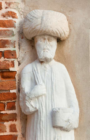 Moorish merchant with turban ancient medieval statue located in Campo dei Mori (Moors Square) in the historic center of Venice (13th century, author unknown) Banque d'images