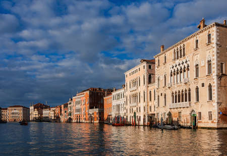 Grand Canal view with ancient beautiful palace with different types of architectural styles and clouds, in the historic center of Venice Banque d'images