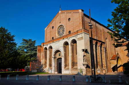 Padua, Italy, June 10, 2014: Church of the Hermits (Church of the Hermits), a beautiful 13th century medieval church in the historic center of Padua Redactioneel