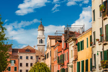Venice historic center beautiful and characteristic old venetian houses with church bell tower 免版税图像