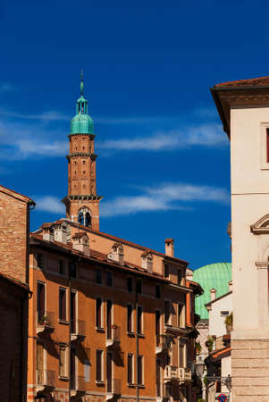 Bissara Tower rises above Vicenza historic center rooftops 版權商用圖片