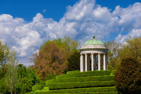 Neoclassical architecture and landscape in Vicenza. Monopteros temple erected in 1820 in the Querini public park 版權商用圖片