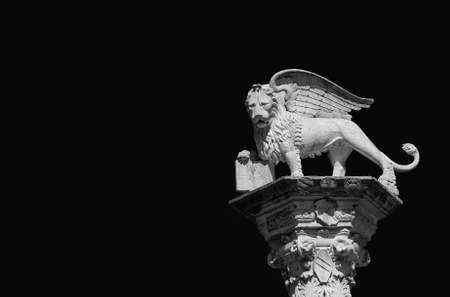 Lion of Saint Mark, symbol of the old Venice Republic. Monument erected in 1473 in Vicenza central square (Black and White with copy space) 版權商用圖片