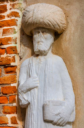 Moorish merchant with turban ancient medieval statue located in Campo dei Mori (Moors Square) in the historic center of Venice (13th century, author unknown) 報道画像