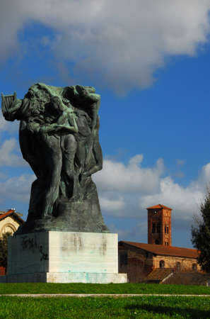 Monument to Alfredo Catalani, an Italian composer, on Lucca ancient walls 新聞圖片