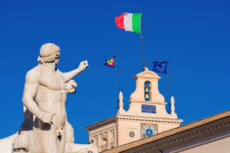 Quirinal Hill with Horse Tamers ancient roman statue and President of Italian Republic official residence in Rome with Italian National and European Union Flag 新聞圖片