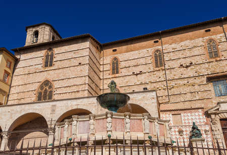 Medieval Fontana Maggiore (Great Fountain) and St Lawrence Cathedral, in the historic center of Perugia 新聞圖片