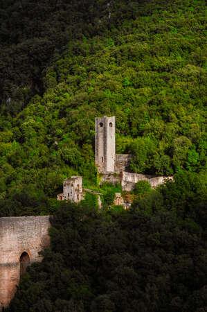 Medieval Ponte delle Torri (Tower Bridge) with Mills' Fort ancient ruins in Spoleto among woods 版權商用圖片