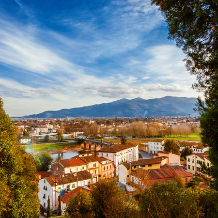 View of Lucca with its famous medieval towers and River Serchio from Monte San Quirico panoramic terrace 版權商用圖片