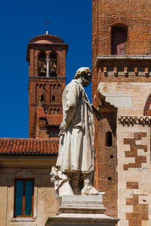 Piazza San Lorenzo (St Lawrence Square) in Vicenza historic center, with medieval church and 19th century monument to Italian poet Giacomo Zanella Archivio Fotografico