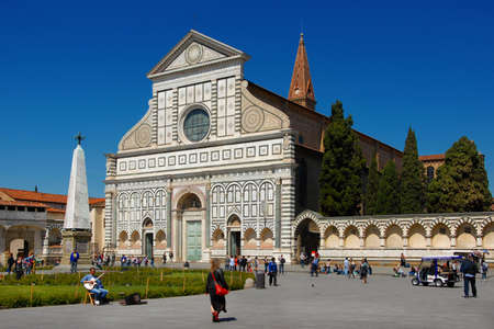 Tourists visit the beautiful gothic and renaissance church of Santa Maria Novella, in the historic center of Florence Редакционное