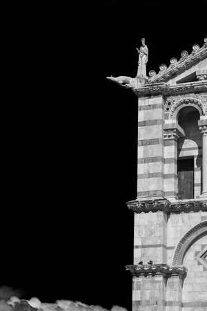 Pisa Cathedral romanesque facade detail, completed in the 12th century (Black and White with copy space) Foto de archivo