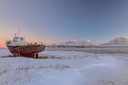 fishing boat in the snow in the cold Norway 版權商用圖片