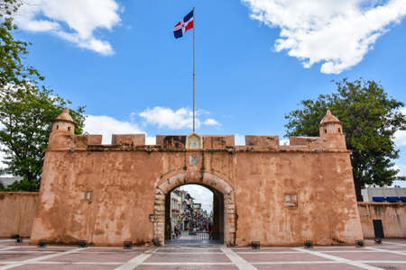 homeland: Puerta del Conde (The Counts Gate). Entrance of The Altar of the Fatherland, or The Altar of the Homeland. Editorial