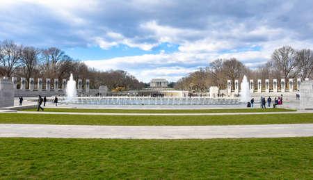 lincoln memorial: Panoramic view of the World War II Memorial. Washington DC, USA.