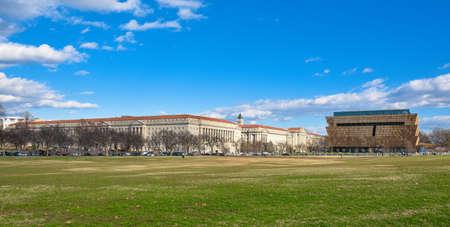 george washington: Washington DC, EE.UU.. Vista panorámica del Museo Nacional Smithsonian de Historia Afroamericana y Cultura (NMAAHC).