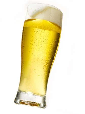 espumante: formaci�n de espuma de cerveza helada en licht dom crujiente Foto de archivo