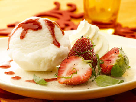 frehe strawberry and ice cream