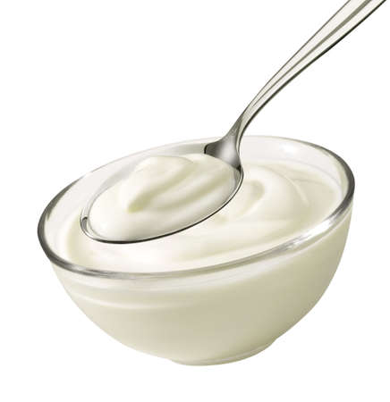 yogur: Producto Buen tiro de un tazón y una cuchara con yogur.