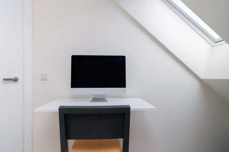 Computer with blank screen on the desk at home office. Working from home, isolation. Nobody 스톡 콘텐츠