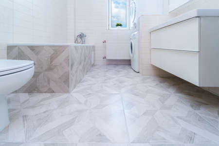 Bathroom after renovation. New stone tiles on the bath room floor. Home renovation and improvement concept. Nobody Banque d'images