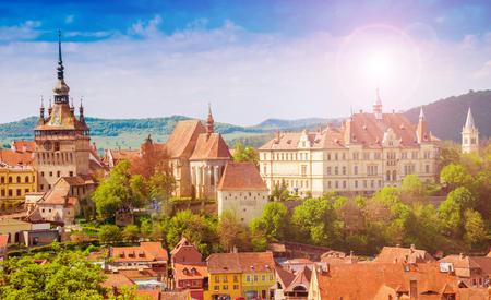 Panoramablick über die Stadtbildarchitektur in Sighisoara-Stadt, historische Region von Siebenbürgen, Rumänien