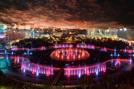 Luftnachtansicht des Piata Unirii-Platzes und des Stadtbildes in Bukarest, Rumänien