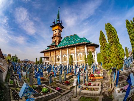 Sapanta, Romania - The graveyard in Famous Merry (Joy) Cemetery in Maramures region, Romania. 스톡 콘텐츠