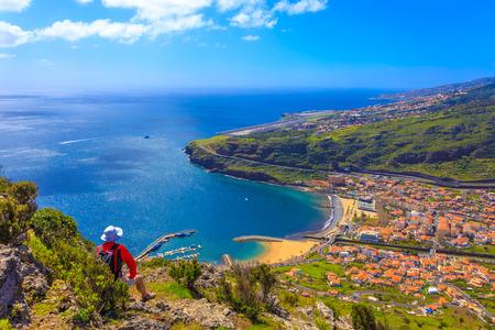 Tourist enjoying the panorama of Machico bay region in Madeira island, 스톡 콘텐츠