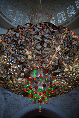 zayed: Chandelier inside Zayed mosque, Abu Dhabi, United Arab Emirates