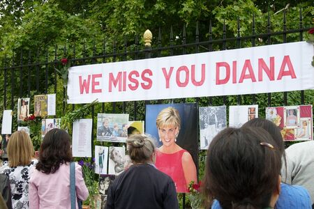 London, uk, August 31, 2007 - people gathered in front of Kensington Palace to honor and pay tribute to the Princess Diana